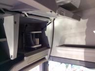 Augšējie, priekšējie plauti. Šajā eksemplārā ar iebūvēto kafijas automātu.